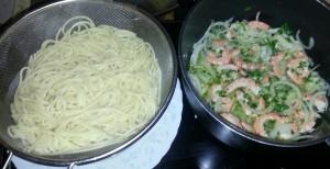 spaghettis crevettes mijotent